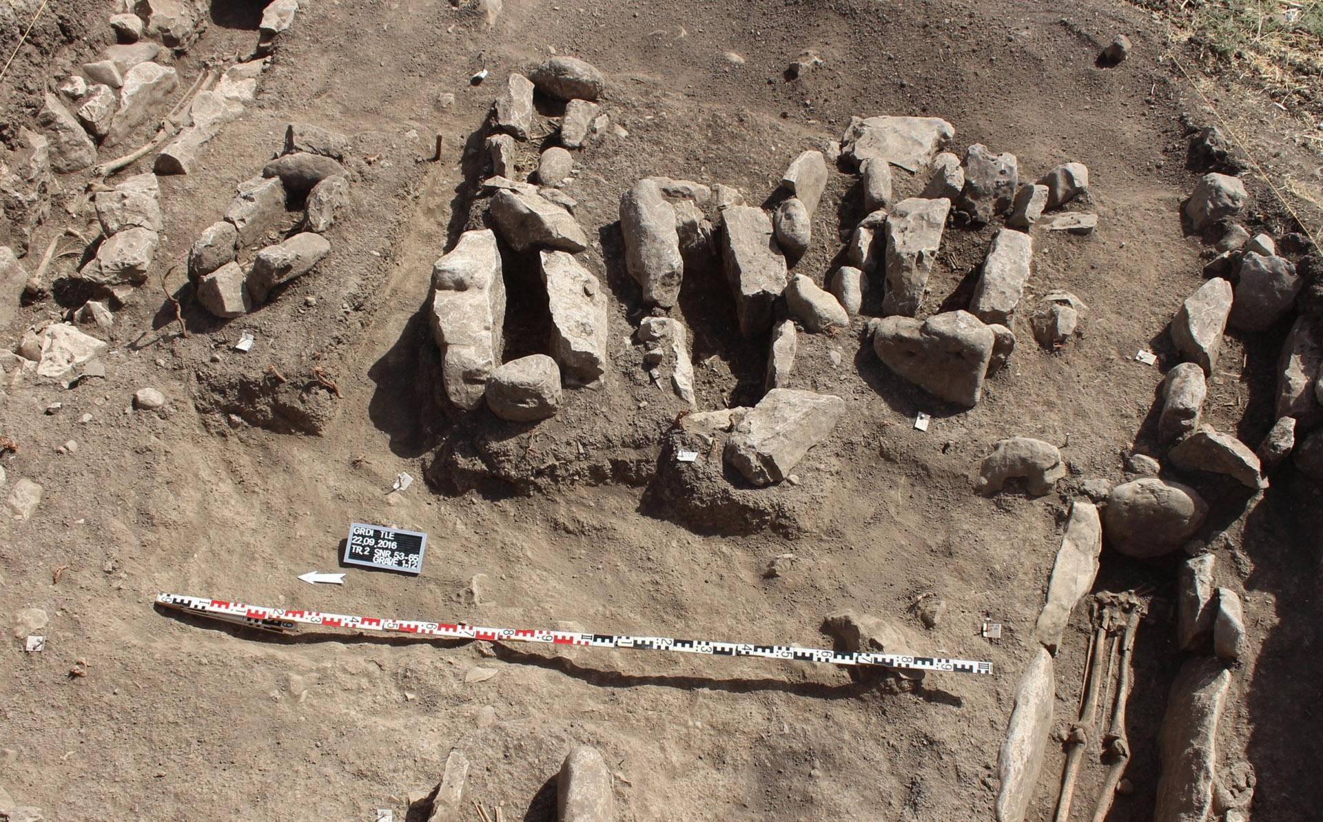 A II. felszín temetője. Az ELTE régészeti ásatása, Iraki Kurdisztán, Grd-i Tle, 2016-os évad.