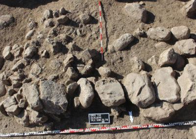 Grd-i Tle ásatás, temetkezések – a 23. sír felépítménye.