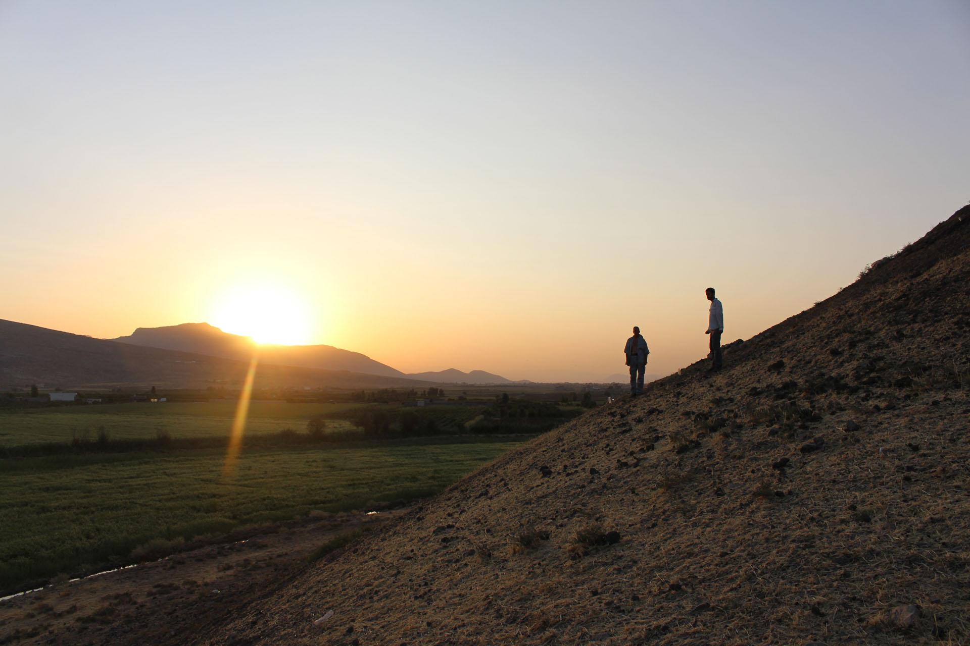 Napfelkelte a lelőhelyen. Az ELTE régészeti ásatása Iraki Kurdisztánban, Grd-i Tle lelőhely, 2017-es évad.